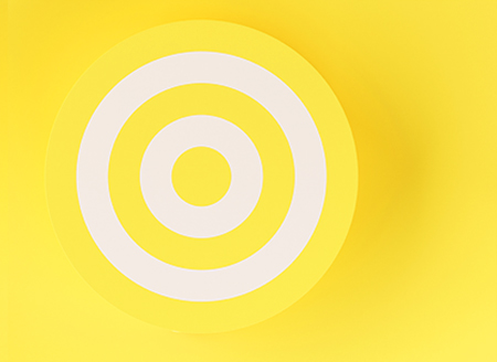 3d-target-on-yellow-background
