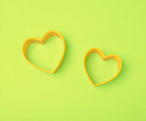 yellow-heart-symbol-on-green-background